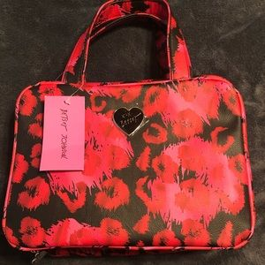 NWT•Betsey Johnson Black/Red kisses cosmetic bag